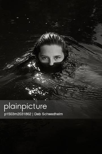 Gesicht im Wasser - p1503m2031862 von Deb Schwedhelm