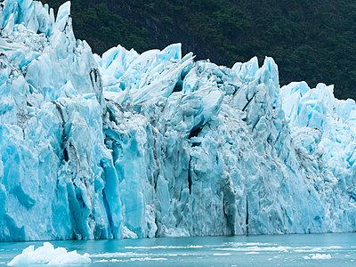 Argentina, Patagonia, El Calafate, Puerto Bandera, Lago Argenti, Parque Nacional Los Glaciares, Estancia Cristina, Spegazzini Glacier, iceberg - p300m1587602 by Martin Moxter