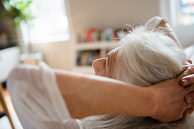 Older woman relaxing with hands behind head - p555m1491481 by JGI/Jamie Grill