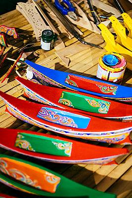 Thailändisches Longtail Boot als Modellbau aus Holz - p728m1559267 von Peter Nitsch