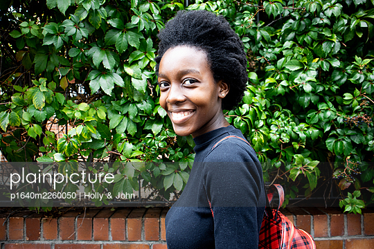 African woman with backpack, portrait - p1640m2260050 by Holly & John