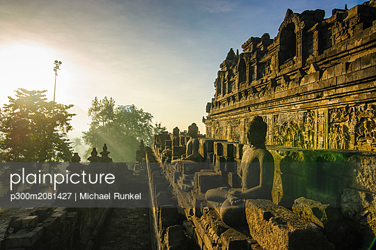 Indonesia, Java, Borobudur Temple Complex in early morning light - p300m2081427 by Michael Runkel