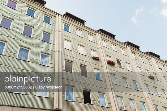 Germany, Berlin, Nicholas Quarter, Exteriors of apartment buildings - p300m2155332 by Gaby Wojciech