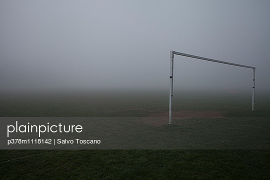 Football field goal post in a very foggy day grass visible on foreground and very foggy in background, Reading, England, United Kingdom - p378m1118142 by Salvo Toscano