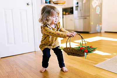 Little two year old girl holding a bunch of tulips. - p1166m2162808 by Cavan Images
