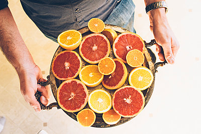 Man holding Tray of Citrus Fruit - p1262m1083679 by Maryanne Gobble