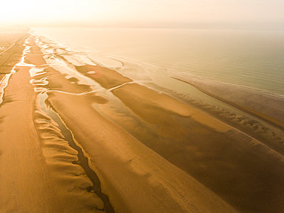 Camber Sands Beach at sunrise, Camber, near Rye, East Sussex, England, United Kingdom, Europe - p871m1197025 by Matthew Williams-Ellis