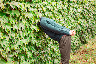 Curious man - p1078m2288661 by Frauke Thielking