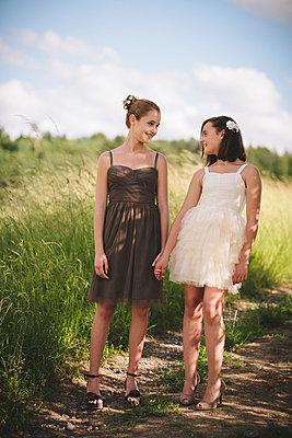 Freundinnen - p946m815525 von Maren Becker