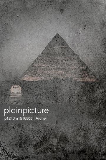 Cheops-Pyramide mit Sphinx - p1243m1516508 von Archer