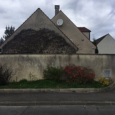 France, Neuville-sur-Oise, Building - p1401m2165704 by Jens Goldbeck