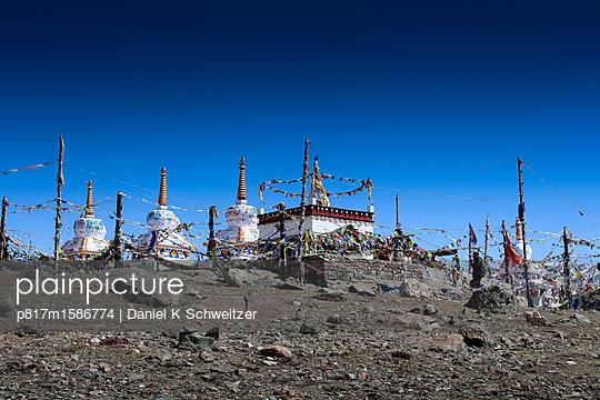 Buddhistischer Tempel auf dem Kunzum Pass - p817m1586774 von Daniel K Schweitzer