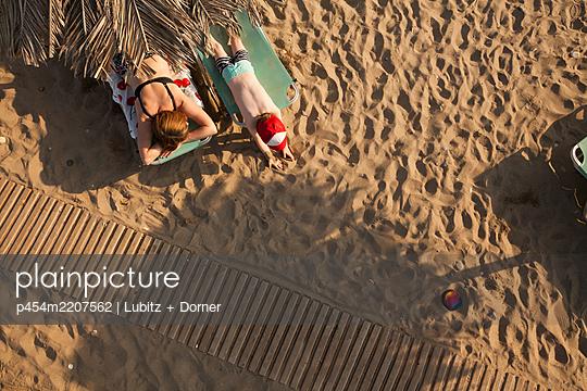 Family vacation - p454m2207562 by Lubitz + Dorner