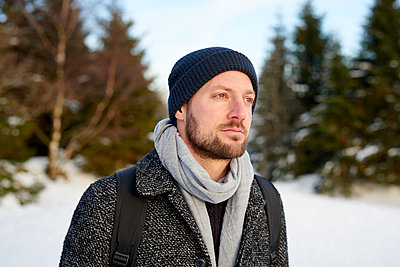 Young man goes for a winter walk - p1124m1589353 by Willing-Holtz