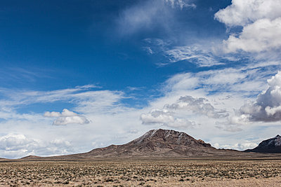 Perfect Mountain in the desert - p1291m1548116 by Marcus Bastel