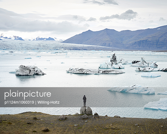 Glacier lagoon - p1124m1060319 by Willing-Holtz