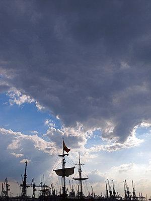 Hamburg Port Anniversary  - p338m1034711 by Marion Beckhäuser
