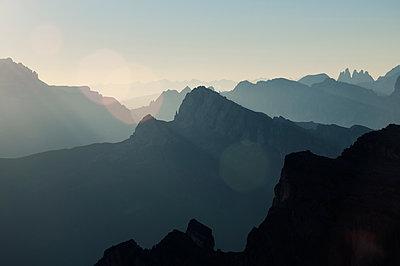 Sonnenaufgang auf dem Nuvolau - p470m1481737 von Ingrid Michel