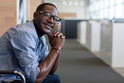 Man wearing glasses smiling - p924m711105f by Richard Lewisohn