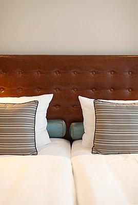 Hotelbett - p981m1104710 von Franke + Mans