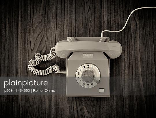 Altes Telefon - p509m1464853 von Reiner Ohms