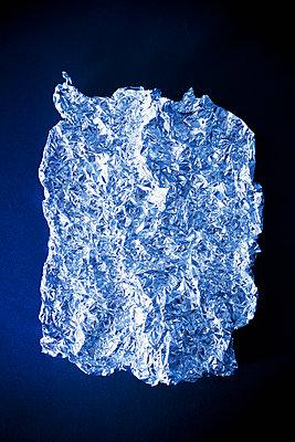 Aluminium foil - p1149m2122717 by Yvonne Röder