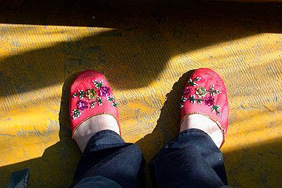 Schuhe anprobieren - p1650263df von Andrea Schoenrock