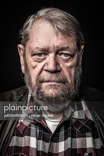 Portrait - p403m859074 by Helge Sauber