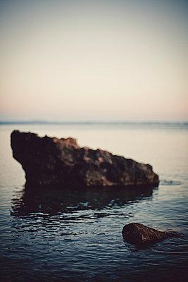Fels im Meer - p946m779212 von Maren Becker