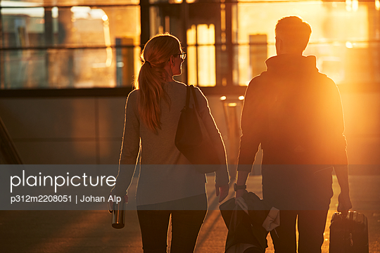Couple walking together at sunset - p312m2208051 by Johan Alp
