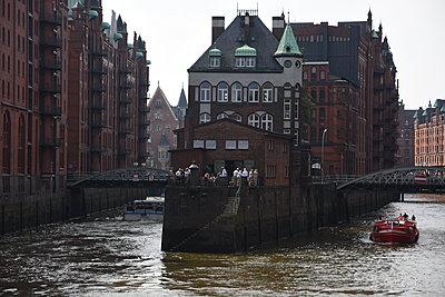 Speicherstadt Hamburg - p096m2015772 von Helga Lorbeer