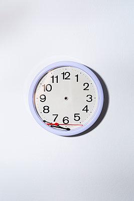 Broken wall clock - p1149m2284363 by Yvonne Röder