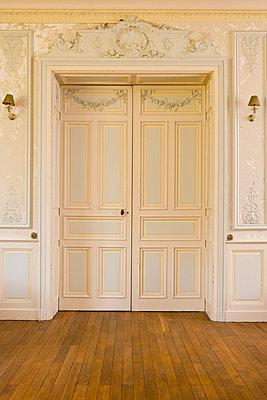 Flügeltür im Schloss - p248m710451 von BY