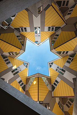 Netherlands, Rotterdam, cubical houses - p300m1469165 by Markus Keller