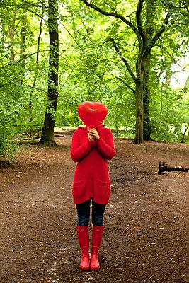 Waiting for love - p382m670081 by Anna Matzen