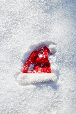 Weihnachtsmannmütze - p464m1109120 von Elektrons 08