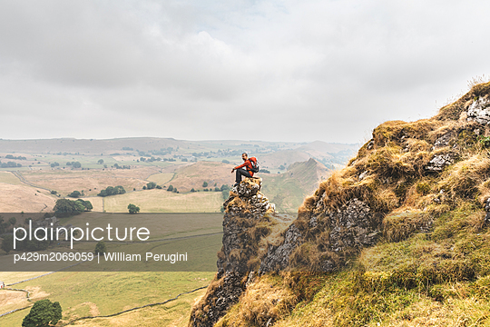 Hiker enjoying view from summit, Chrome Hill, Peak District, Derbyshire - p429m2069059 by William Perugini