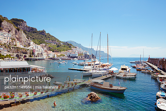 Hafen von Amalfi - p432m1149584 von mia takahara