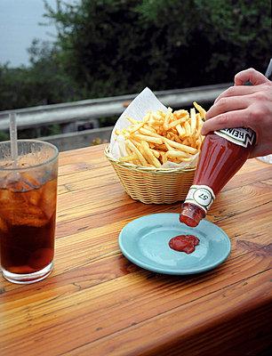 French fries - p1045m787671 by jochenschmadtke
