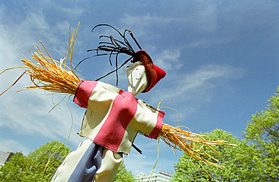 Tiny scarecrow - p927m668377 by Florence Delahaye