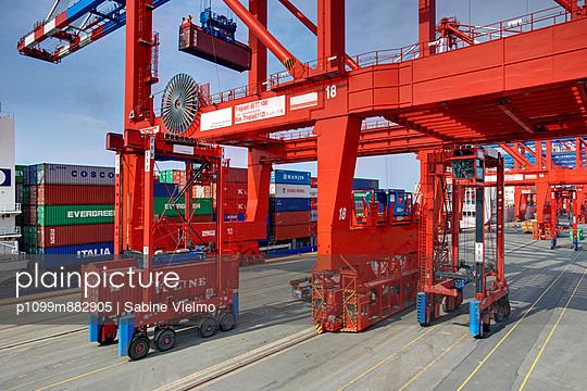 Containerterminal Bremerhaven - p1099m882905 von Sabine Vielmo