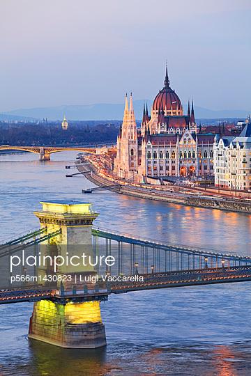 Hungary;  Budapest;  Budapest;  Chain Bridge;  Danube;  Donau;  View from Buda Castle over the Danube river;  Chain Bridge and Parliament - p566m1430823 by Luigi Vaccarella