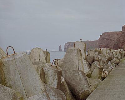 Helgoland, Tetrapod blocks - p1214m1028160 by Janusz Beck