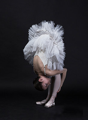 Crouched ballerina - p1476m1564089 by Yulia Artemyeva