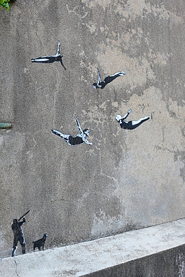 Graffiti, Athleten im Flug - p260m2222597 von Frank Dan Hofacker