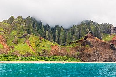 USA, Hawaii, Kauai, Na Pali Coast State Wilderness Park, Na Pali Coast, Kalalau Beach - p300m2079657 by Fotofeeling