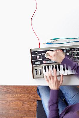 Playing the electric organ - p4642395 by Elektrons 08
