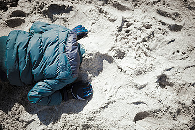 Kopf in den Sand stecken - p1076m1122681 von TOBSN