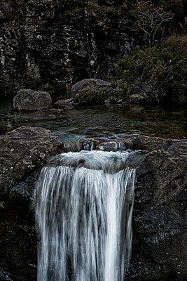 Fairy Pools, Portree, GB - p587m1104262 von Spitta + Hellwig