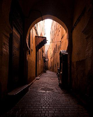 Fez Alleyway - p1166m2107703 by Cavan Images